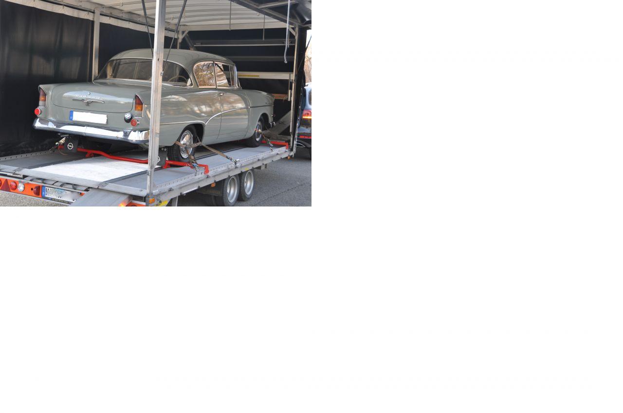 Oldtimer Opel Rekord P1 Olympia geschlossener Transport